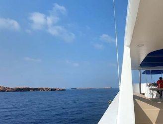 Oman Explorer in Daymaniyat Islands. Image by Jo Charter