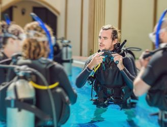 Male instructor teaching dive students in a pool in Egypt