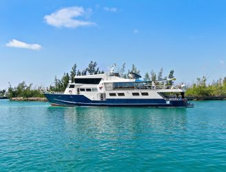 Side view of Bahamas Master liveaboard